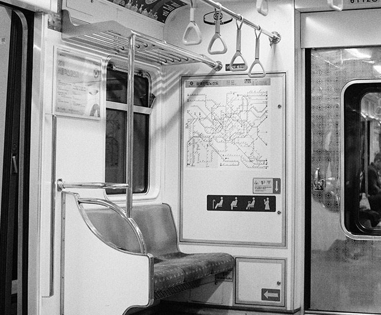 Interior del metro de Seúl